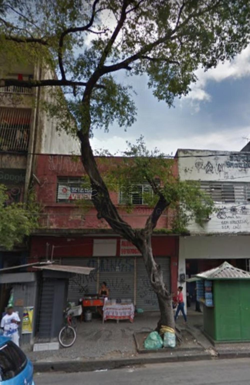 Excelente ponto comercial com dois pavimentos na principal rua do bairro de Santo Amaro, ideal para vários tipos de comércios, especialmente lojas e supermercados.