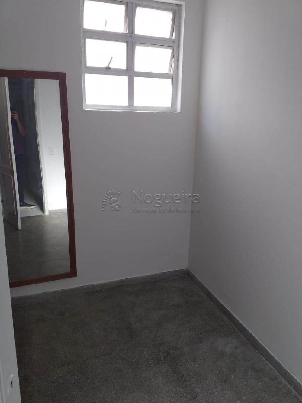 Excelente e amplo apartamento na Av. Boa Viagem com sala para 3 ambientes, 3 quartos sendo 1 suíte, armários, banheiro social, cozinha, área de serviço e dce.