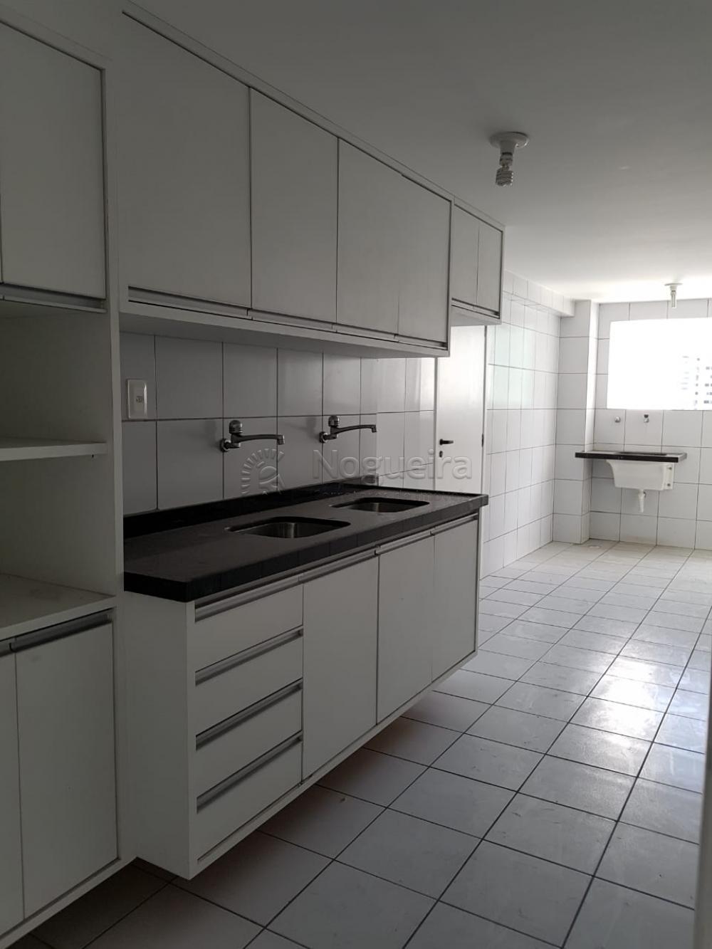 Excelentes opções de apartamento a partir de 2200,00 ( com armários) e 2000,00(sem armários) + taxas em Boa Viagem. Com varanda, sala para 2 ambientes, 3 quartos sendo 2 suítes, banheiro social, cozinha, área de serviço e dce. Temos opções com e sem armários.