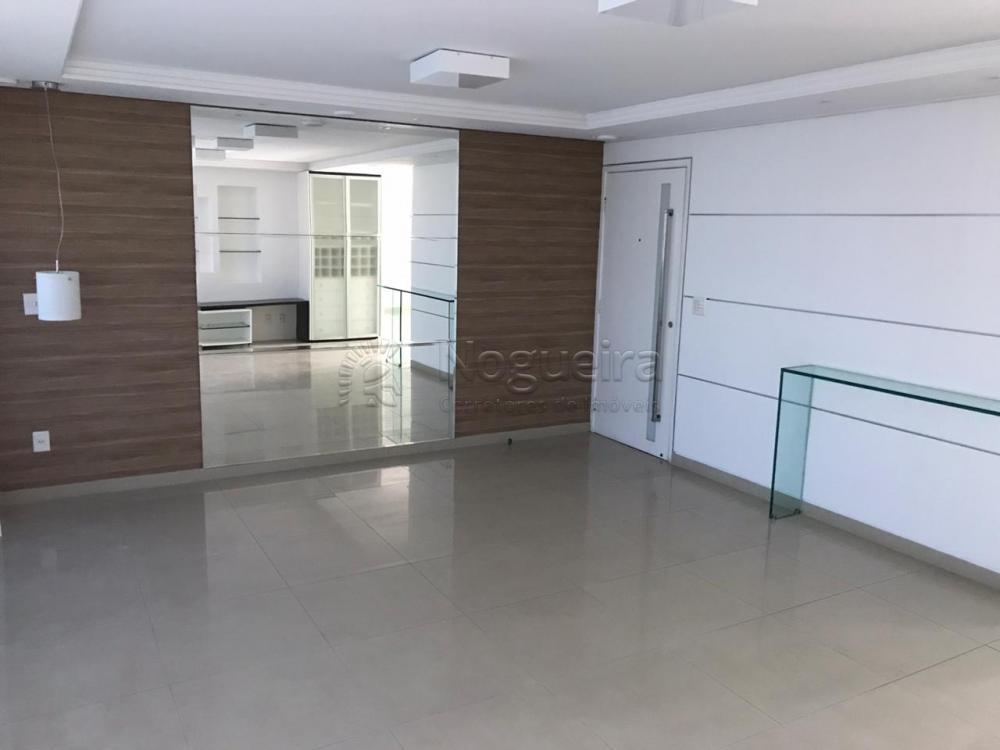 Excelente apartamento de alto padrão para locação na melhor quadra do bairro da Torre.  O apartamento conta com sala para 3 ambientes, 4 suítes, banheiro social, super varanda, cozinha, área de serviço e dce. Todos os cômodos com armários planejados.