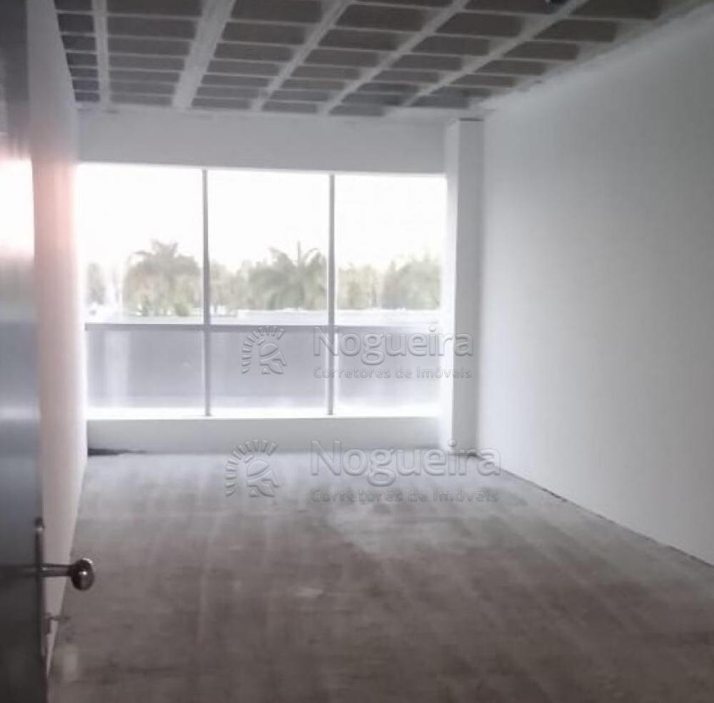 Sala com 33,65m²na torre 6 do Novo Mundo Empresarial. Localizado no bairro do Paiva, litoral sul de Pernambuco, prédio comercial de alto padrão para você e seu negócio. O empreendimento conta com interfone, guarita, portão eletrônico e poço.