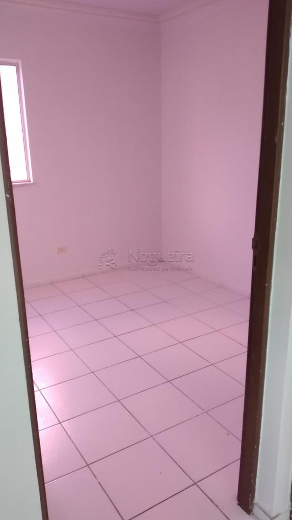 O apartamento possui 2 quartos, sala pra dois ambientes, 1 vaga de garagem.  O empreendimento possui Churrasqueira, Piscina adulto e infantil, Pista de caminhada, Playground, Quadra Poliesportiva, Salão de Festas.  Agende sua visita.