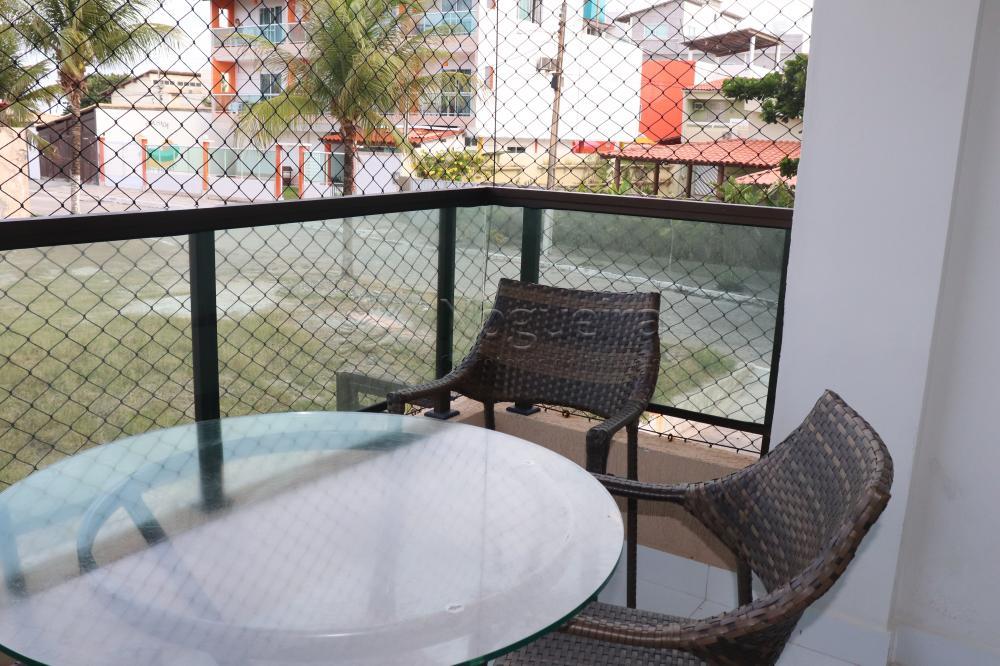 Apartamento com excelente localização em Porto de Galinhas à 50 metros do mar.  O apartamento possui 62m², varanda, 2 quartos sendo 1 suíte, sala para dois ambientes, cozinha, área de serviço, armários, box blidex. Apartamento Mobiliado.  O empreendimento possui 4 apartamentos por andar, elevador, piscina, churrasqueira.  Agende sua visita!
