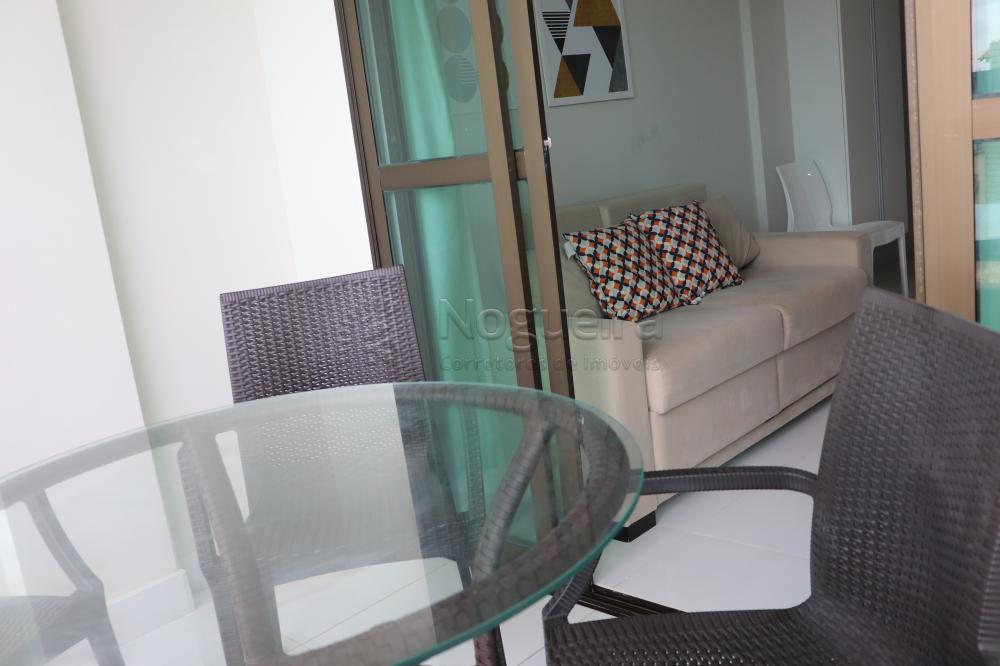 Apartamento com excelente localização em Porto de Galinhas, à 50 metros do mar.  O apartamento possui 46m², varanda, sala para dois ambientes, dois quartos sendo um suíte, cozinha, área de serviço, armários. Apartamento Mobiliado.  O empreendimento possui 4 apartamentos por andar, elevador, piscina e churrasqueira.  Agende sua visita!