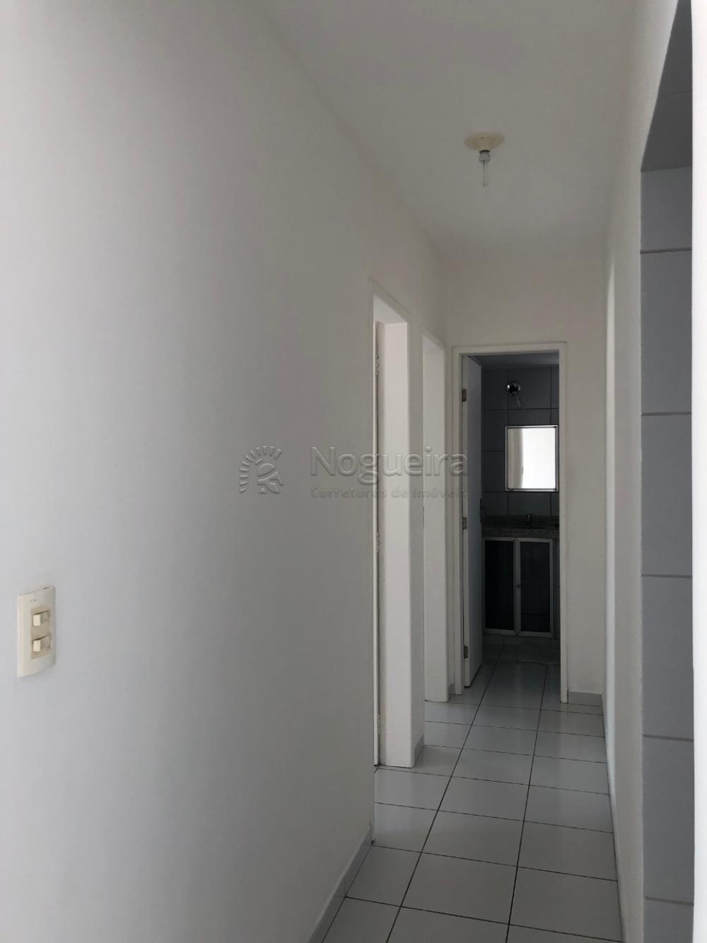 Apartamento com excelente localização em boa viagem. Imóvel possui 65m², sala para dois ambientes, dois quartos, armários, banheiro social, área de serviço, uma vaga na garagem coberta!  O Edf possui câmeras de segurança, portão eletrônico.  Agende sua visita!