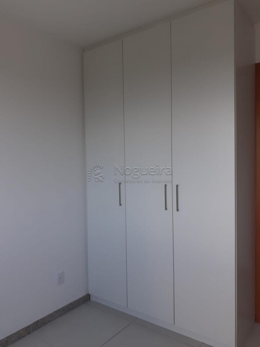 Excelente apartamento no bairro em andar alto e vista privilegiada com varanda, sala para 2 ambientes, 2 quartos com ar condicionados e armários, sendo 1 suíte, banheiro social com box, cozinha e área de serviço. Empreendimento com lazer completo.
