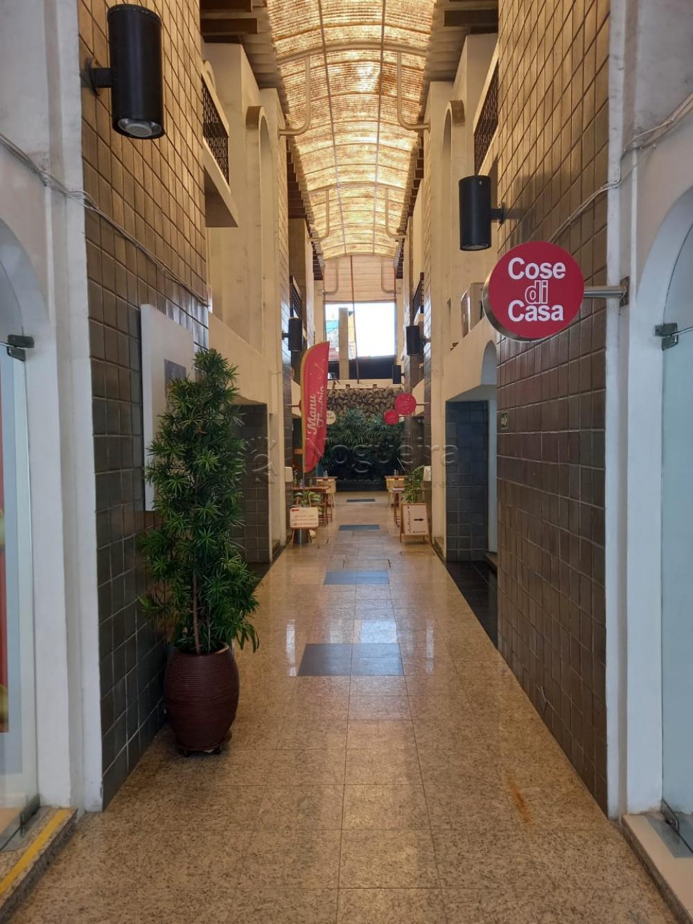 Excelente ponto comercial em galeria na Avenida Conselheiro Aguiar com 50 metros quadrados. Loja possui mezanino e vagas rotativas de garangem.