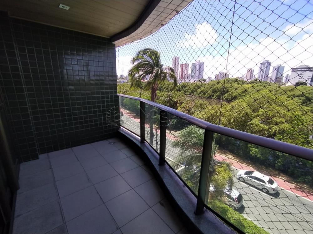 Apartamento com excelente localização na Beira Rio.  O imóvel possui 152,31m², varanda, sala para dois ambientes, 4 quartos sendo 2 suítes, armários, cozinha, área de serviço, wc de serviço, quarto de serviço.   O empreendimento possui espaço gourmet, piscina adulto e infantil, playground, salão de festas, salão de jogos.  Agende sua visita.
