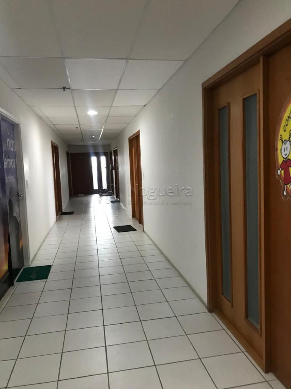 Digimobi - Conheça excelente sala comercial exclusiva, andar alto, vista mar, no bairro de Piedade, com 34,69m. A sala possui divisórias em gesso para 2 salas, 1 recepção, 1 vaga coberta, 8 salas por andar, 13 andares.   Agende agora uma visita !