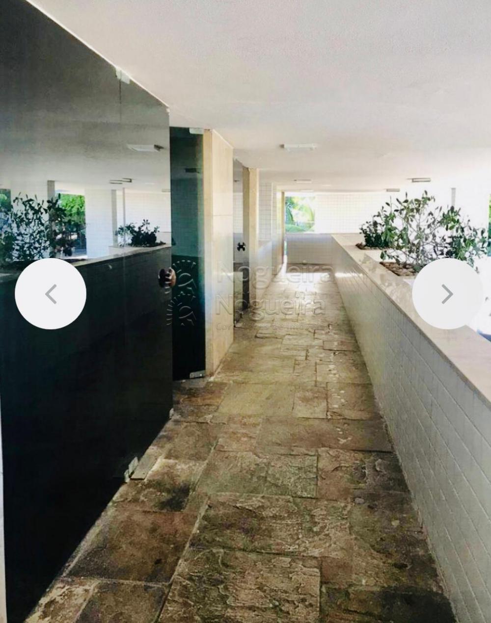 Apartamento com excelente localização no bairro de Boa Viagem, ao lado do Parque Dona Lindu.  O imóvel possui três quartos, sendo uma suíte, sala para dois ambientes, cozinha, área de serviço, banheiro de serviço, quarto de serviço.  Empreendimento com câmeras de segurança, cerca elétrica e portaria 24 horas.  Agende sua visita!