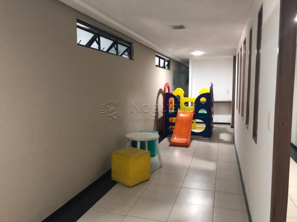 Excelente apartamento localizado no bairro da torre.  O apartamento possui sala para 2 ambientes, 3 quartos sendo 1 suíte, 2 vagas de garagem, área de serviço, quarto de serviço, WC de serviço.  Condomínio com piscina, espaço kids, Salão de festas.  Agende sua visita!