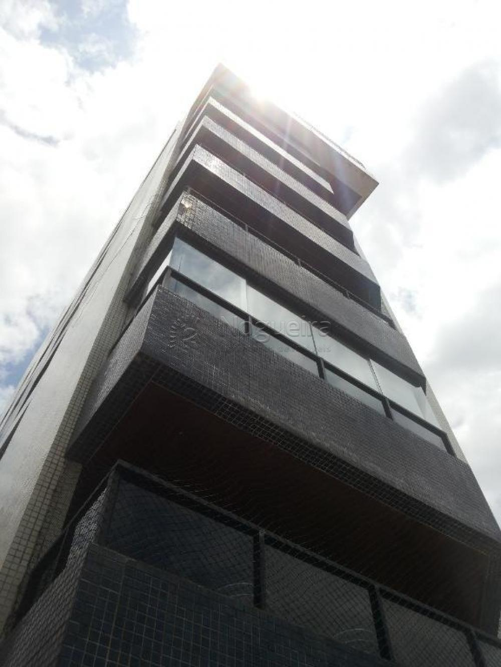 Apartamento com excelente localização em Candeias ao lado do Verd Fruit e próximo da Padaria Globo.  Apartamento Duplex com 274,90m², sala três ambientes, 5 quartos sendo 4 suítes, cozinha ampla, banheiro social, área de serviço, banheiro de serviço, WC de serviço e duas vagas de garagem. Móveis planejados ainda na garantia.  Totalmente nascente, 1 apartamento por andar.  O Edf possui Portaria, câmeras de segurança, gás encanado, portão eletrônico.