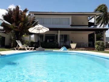 Excelente Casa Duplex ampla disponível para venda na beira mar da Praia dos Carneiros, com 600m, sala 3 ambientes, 5 suítes, cozinha ampla, area de serviço completa, garagem, piscina, jardim amplo. Agende uma visita agora !