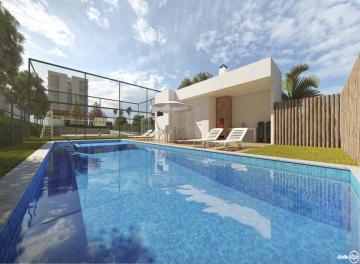Excelente apartamento com 02 quartos, varanda, sala p/02 ambientes, wc social, cozinha, área de serviço, 1 vaga de garagem.  Entrega em Abril 2021