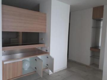 Amplo apartamento na Avenida Boa Viagem, vista total pro mar, com varanda, sala para 3 ambientes, 3 quartos sendo 1 suíte, banheiro social, cozinha, área de serviço e dce.