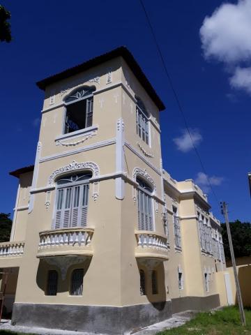 Excelente casa estilo colonial totalmente reformada com 3 pavimentos.  O Imóvel possui várias cômodos e divisões na área externa também. Ideal para vários tipos de atividades comerciais e escritórios.