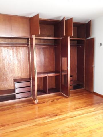 Excelente e amplo apartamento vista mar em Pau Amarelo com sala para 3 ambientes, varanda, 3 quartos sendo 1 suíte, banheiro social, cozinha, área de serviço e dce.