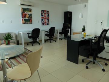 Excelente sala comercial em andar alto com opção de locação mobiliada ou sem mobília. Empresarial novo em ótima localização próximo a praça de Casa Forte.