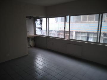 Imóvel em um único vão que pode ser kinet ou sala para escritório. Possui área de copa e banheiro. Bastante ventilado e em andar alto. Portaria 24 horas.