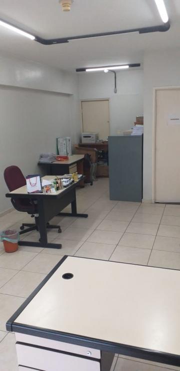 Ótima sala em empresarial no Bairro de Boa Viagem com excelente localização e amplo estacionamento para visitantes.