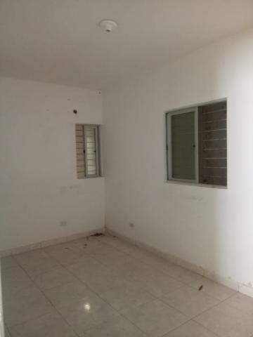 Casa no bairro do Espinheiro, com 520m², 5 dormitórios (sendo 4 suítes), piso em cerâmica, e 4 vagas de garagem.  Excelente localização, a 350m da Avenida Agamenon Magalhães.  Venha conhecer!