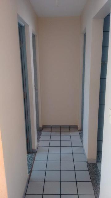 Apartamento Localizado em Candeias, com dois quartos, sala para dois ambientes, banheiro, cozinha, uma vaga de garagem, armários, varanda. Área comum disponibiliza de campo de futebol, pista de caminhada e playground. Agende sua visita!