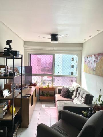 Apartamento com ótima localização na Torre, sala para 2 ambientes, 2 quartos sendo 1 suíte e 1 vaga de garagem. O edifício possuí espaço gourmet, piscina, churrasqueira, espaço kids e muito mais. Agende uma visita!