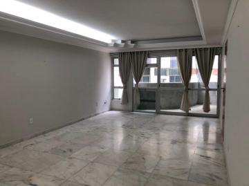Excelente apartamento amplo na Av. Navegantes, com varanda, sala para 3 ambientes, 3 quartos sendo 2 suítes, banheiro social, cozinha, área de serviço e DCE. Ótima localização a poucos metros da praia.