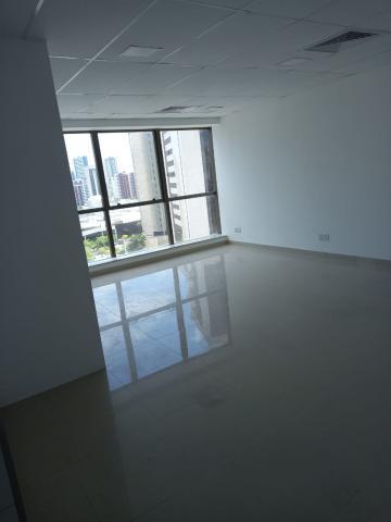 Excelente sala em empresarial da construtora da Queiroz Galvão, com vista panorâmica! Sala equipada com ar condicionado, piso e teto.