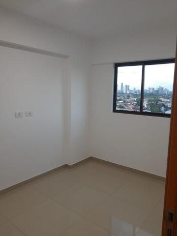 Excelente apartamento em prédio novo com varanda, sala para 2 ambientes, 3 quartos sendo 1 suíte, banheiro social com box e armários, cozinha e área serviço. Imóvel muito ventilado e com vista panorâmica.