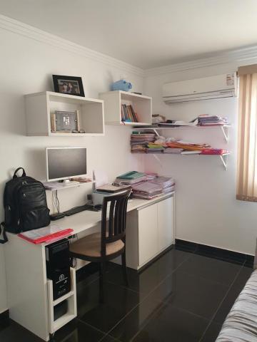 Excelente apartamento em Candeias, com 125 m², possui varanda,  sala para 2 ambientes, 4 quartos, sendo 1 suíte e 1 quarto de serviço, cozinha com dispensa, e banheiro social.   O Edf. possui garagem 1 vaga de garagem fixa, que cabem 2 carros.   Agende sua visita!