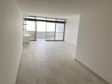 Apartamento com excelente localização na Av. Boa Viagem.   O imóvel possui 178,50m², varanda, sala para dois ambientes, três quartos sendo um suíte, cozinha, despensa, área de serviço, wc de serviço,.  Apartamento totalmente nascente, com box nos banheiros e armários.   Agende sua visita!