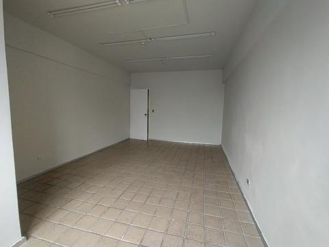 Excelente sala comercial localizada no bairro da Boa Vista!  Sala no sexto andar com 50 m², banheiro privativo, uma vaga na garagem privativa.   Empresarial com estacionamento rotativo, portaria, próximo à Agamenon Magalhães.   Agende sua visita!