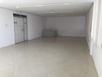 Excelente ponto comercial localizado no bairro de Boa Viagem!   Com área de 730 m², primeiro andar, doze salas que podem ser reformadas com paredes de gesso, banheiros, auditório, copa, iluminação.  Dispõe de estacionamento privativo, área externa e cisterna.   Agende sua visita!