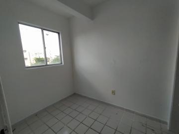 Apartamento com excelente localização em Setúbal.  O imóvel possui 85m², varanda, sala para dois ambientes, dois quartos + quarto de serviço e wc de serviço, cozinha e área de serviço.  Agende sua visita!