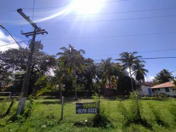 Terreno com excelente localização em Maria Farinha, próximo ao Hotel Amoaras.  Com área de 883m², o terreno fica próximo ao Mar, rua calçada e com fácil acesso.  Agende sua visita!