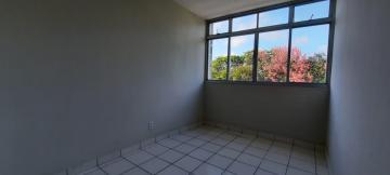 Amplo apartamento com excelente localização, próximo a praia e ao Shopping Guararapes!  Dispõe de sala para dois ambientes, três quartos, dois banheiros, cozinha com armários e duas vagas na garagem.  Agende sua visita!