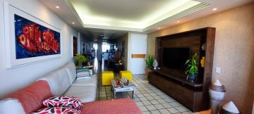 Apartamento na Beira Mar de Olinda  O imóvel possui 156m², varanda, sala para 2 ambientes, 4 quartos sendo 2 suítes, 1 lavabo, cozinha, área de serviço, quarto e dormitório de serviço e 2 vagas de garagem.  O condomínio dispõe de salão de festas, câmeras de segurança, portaria 24 hrs, gás encanado, portão eletrônico.  Agende sua Visita!