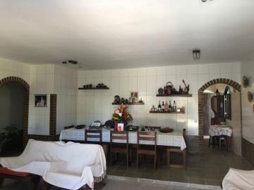 Casa com excelente localização em Enseada dos Corais   O imóvel possui 309m², varanda, sala para três ambientes, wc social, três quartos sendo um suíte, cozinha, área de serviço, wc e dormitório de serviço, 8 vagas de garagem.   A casa será vendida mobiliada.  Agende sua visita!
