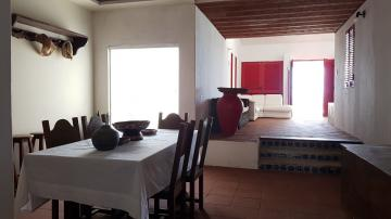 Casa com excelente localização em Enseada dos Corais.  O imóvel possui 251m², varanda, sala para dois ambientes, wc social, quatro quartos sendo um suíte, cozinha, área de serviço, dormitório e wc de serviço e cinco vagas de garagem.  Agende sua visita!
